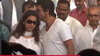 Shah Rukh Khan, Deepika Padukone at Juhi Chawla's brother Bobby Chawla's funeral