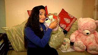 Rati Pandey Receives Birthday Gifts From Her Fans - Part 01